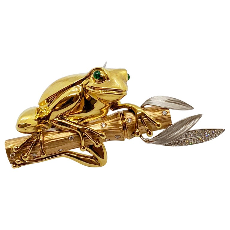 18 Karat Tri-Colored Gold Frog Brooch with Diamonds and Emeralds For Sale