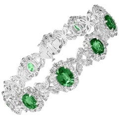 18kt White Gold Bracelet 10.27ct Oval Emeralds and 13.46ct of Mixed Diamond Cuts