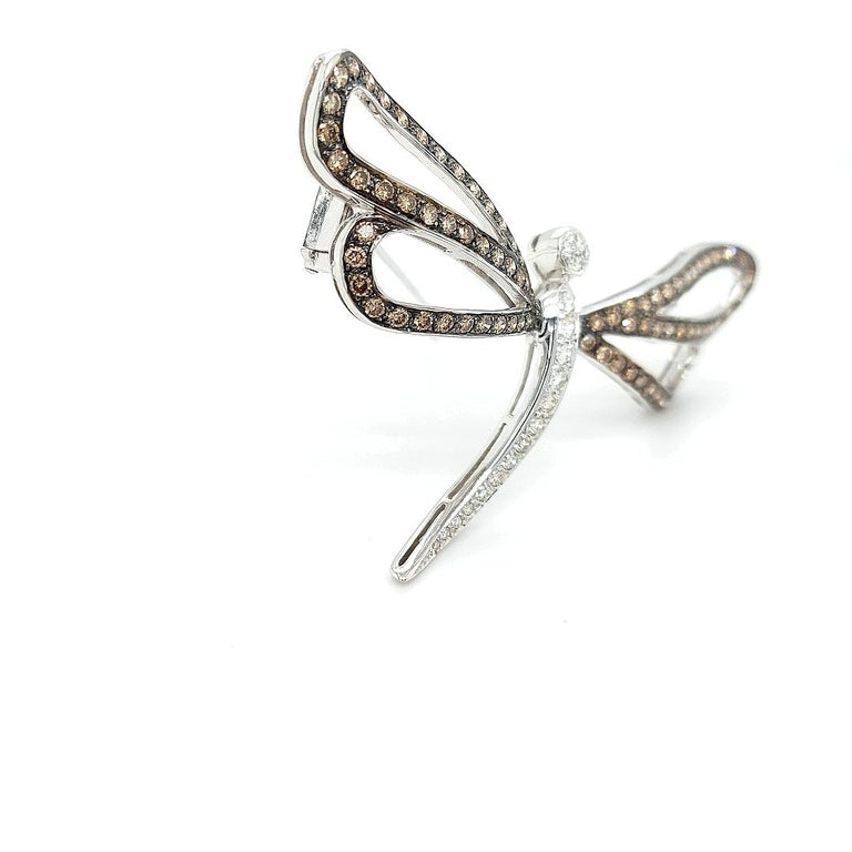 18 Karat White Gold Butterfly Brooch with White and Cognac Diamonds For Sale 1