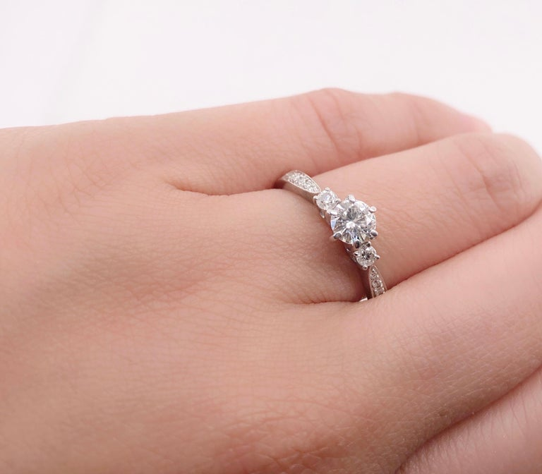 18 Karat White Gold Engagement Ring 1.00 Total Diamond Weight For Sale 7