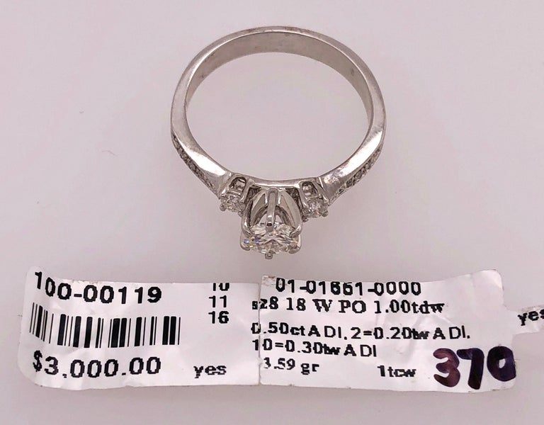 18 Karat White Gold Engagement Ring 1.00 Total Diamond Weight For Sale 10