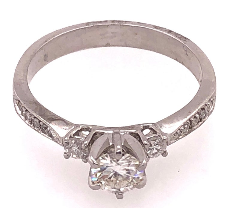 Round Cut 18 Karat White Gold Engagement Ring 1.00 Total Diamond Weight For Sale