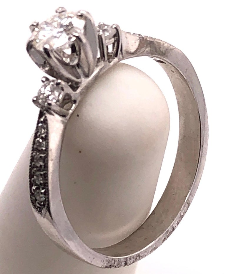 18 Karat White Gold Engagement Ring 1.00 Total Diamond Weight For Sale 3