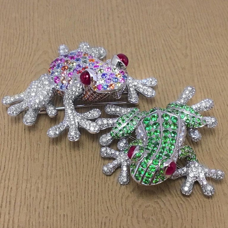 Contemporary 18Kt White Gold Frog Brooch with Diamonds and 6.70 Carat Multicolored Sapphires For Sale