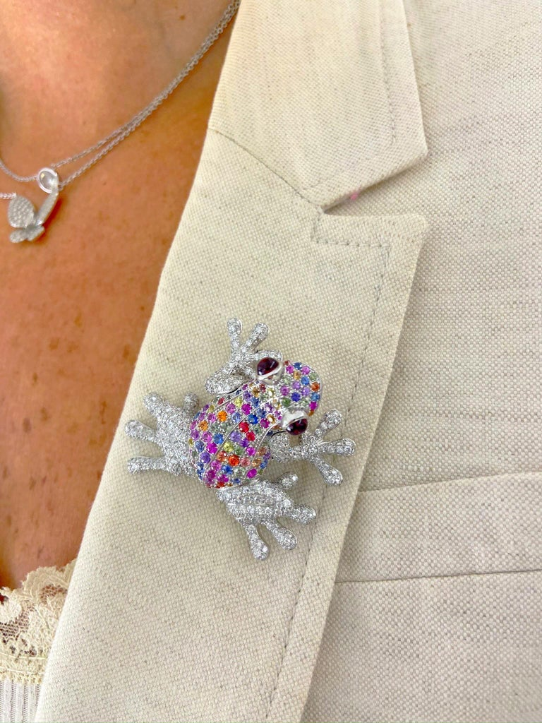 Round Cut 18Kt White Gold Frog Brooch with Diamonds and 6.70 Carat Multicolored Sapphires For Sale