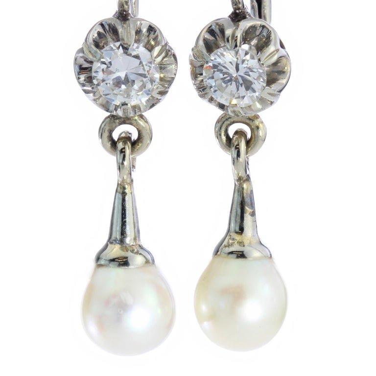 18kt White Gold Ladies Clip-On Earrings with Cultured Pearls and Diamonds In Good Condition For Sale In Braintree, GB