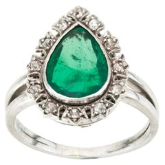 18 Karat White Gold Ladies Ring with Natural Colombian Emerald and Diamonds