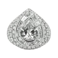 18kt White Gold Ring Pear Shape Diamond and Round Diamonds