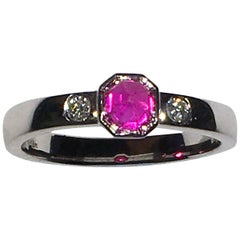 18 Karat White Gold Ring with Pink Sapphire and Diamonds