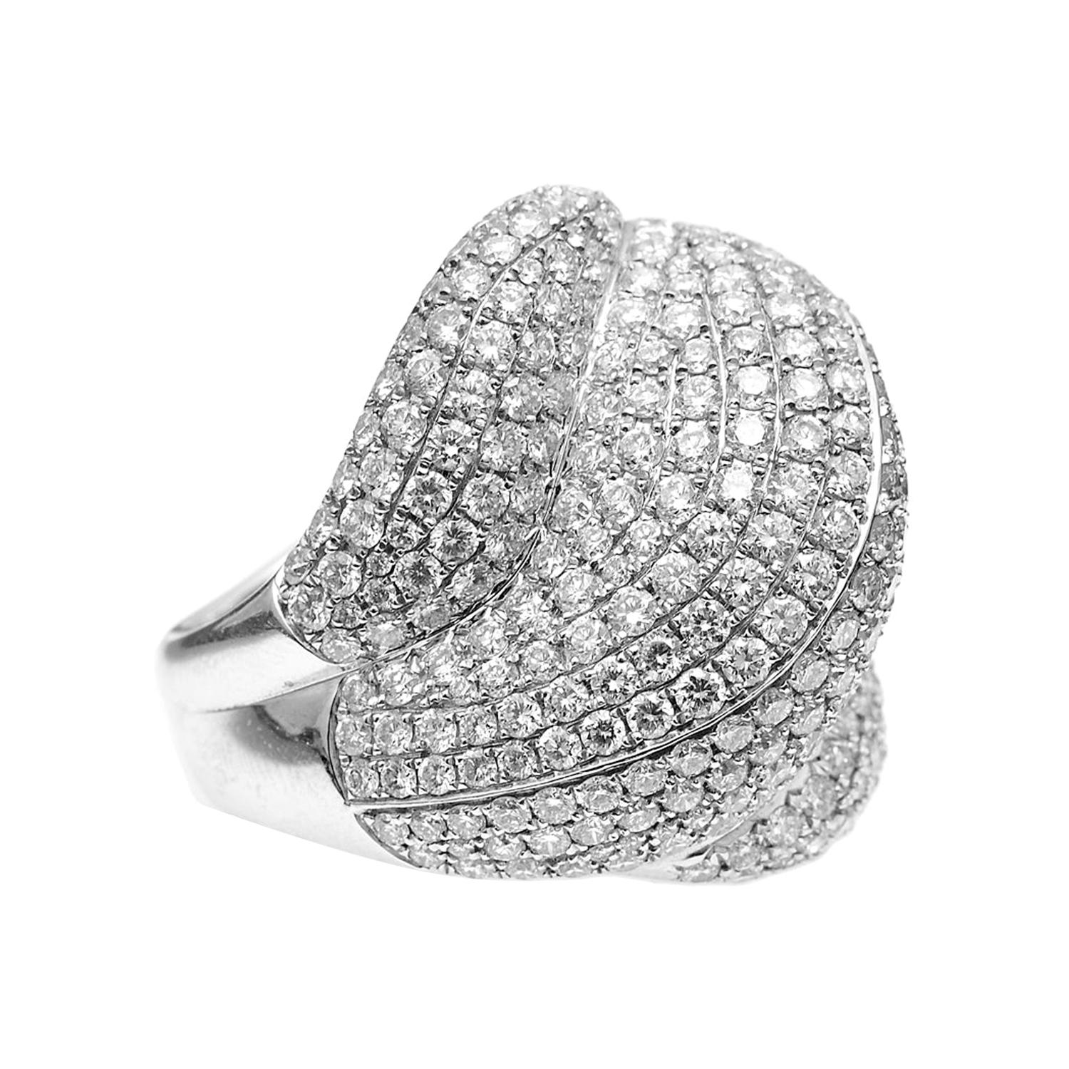 18kt White Gold Shell-shaped Diamond Pavé Cocktail Ring with 5.6ct of Diamonds