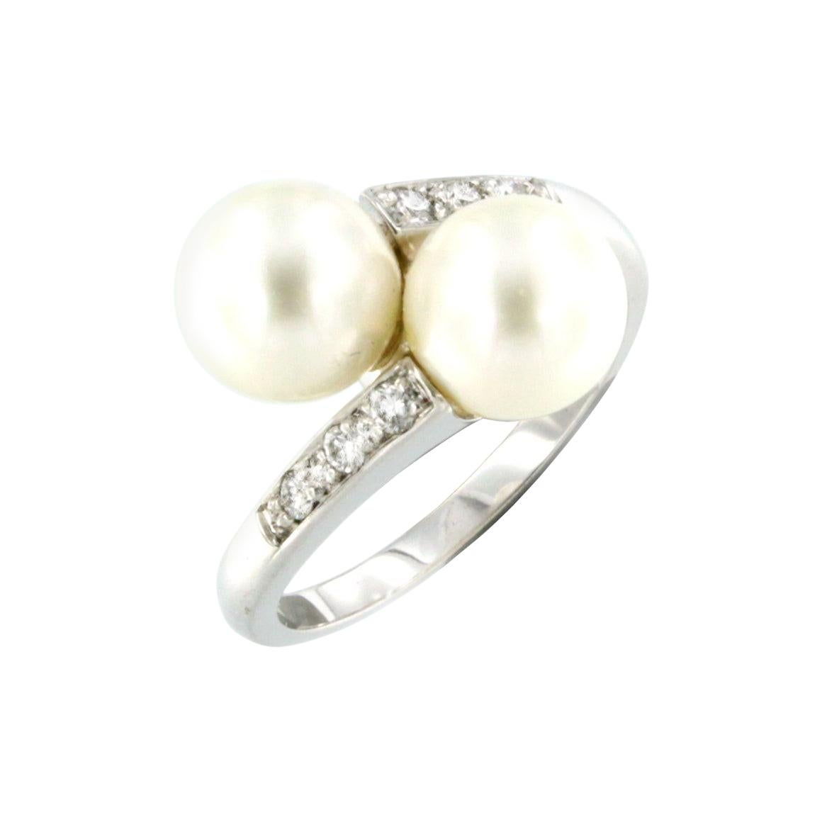 18Kt White Gold with White Diamonds and Pearls Ring