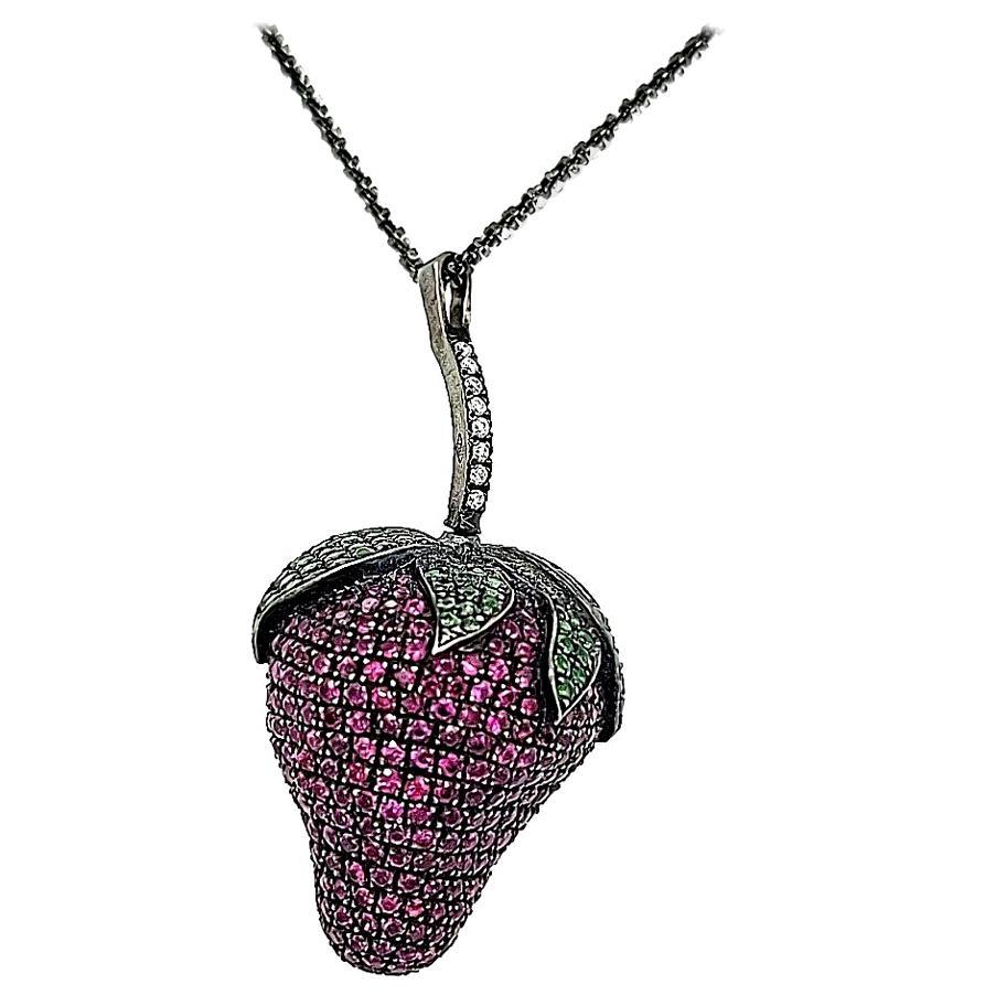 18Kt White Gold Strawberry Pendant Necklace 5.27 Ct Emerald Diamonds Sapphires
