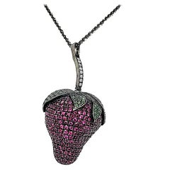 18Kt White Gold Strawberry Pendant Necklace 5.27 Ct Emerald Diamonds Sapphires