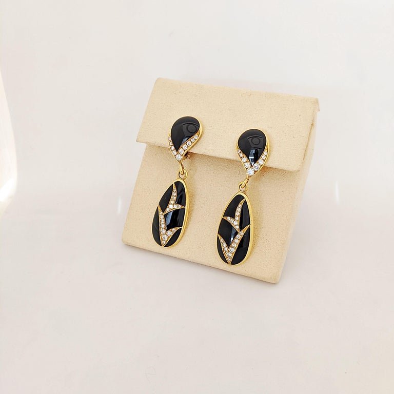 Retro 18 Karat Yellow Gold, 1.10 Carat Diamond and Black Onyx Hanging Drop Earrings For Sale