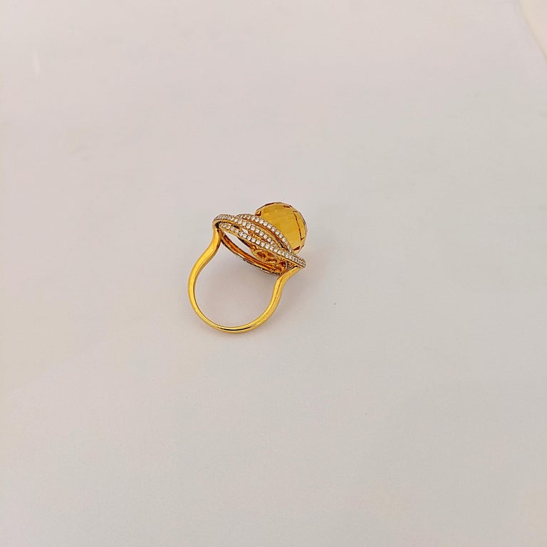 Round Cut 18 Karat Yellow Gold 15.97 Carat Citrine and Diamond Ring For Sale