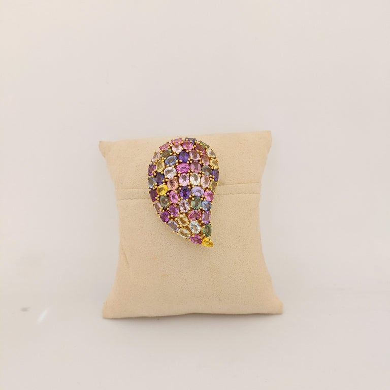 Modern 18 Karat Yellow Gold and 24.66 Carat Multicolored Sapphire Paisley Brooch For Sale