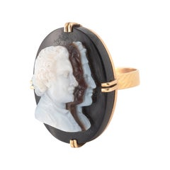 18kt Yellow Gold and Agate Cameo Ring