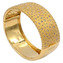 18 Karat Gold Brown Diamonds Garavelli Hand-Hammered Large Bangle Bracelet