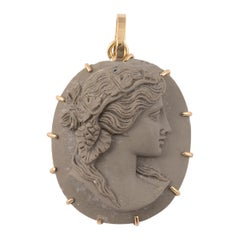 18kt Yellow Gold Cameo Lava Pendant