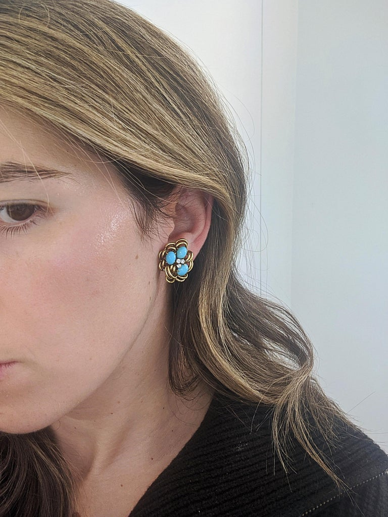 Oval Cut 18 Karat Yellow Gold Cluster Earring with Turquoise and Diamonds For Sale