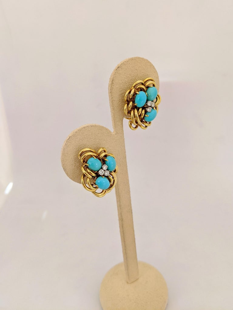 18 Karat Yellow Gold Cluster Earring with Turquoise and Diamonds In New Condition For Sale In New York, NY