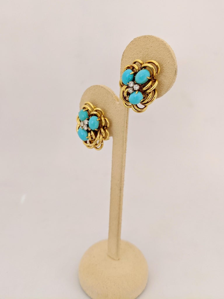 18 Karat Yellow Gold Cluster Earring with Turquoise and Diamonds For Sale 1