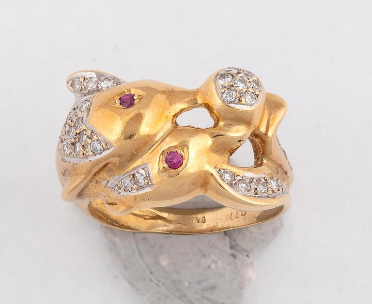 18 Karat Yellow Gold Diamond and Ruby Dolphin Ring In Excellent Condition For Sale In Firenze, IT