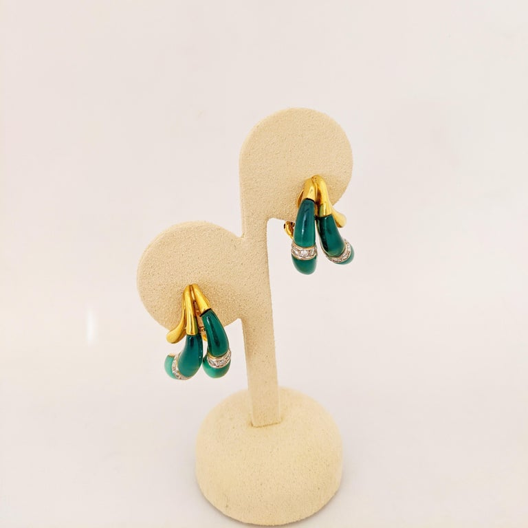 Retro 18 Karat Yellow Gold Earrings with Diamond and Chrysoprase For Sale