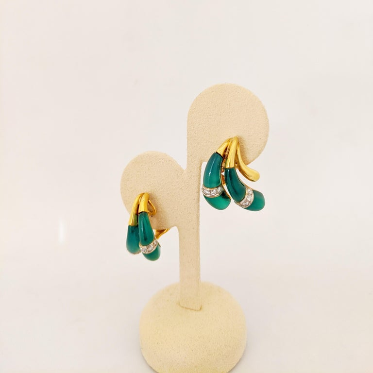 18 Karat Yellow Gold Earrings with Diamond and Chrysoprase For Sale 1