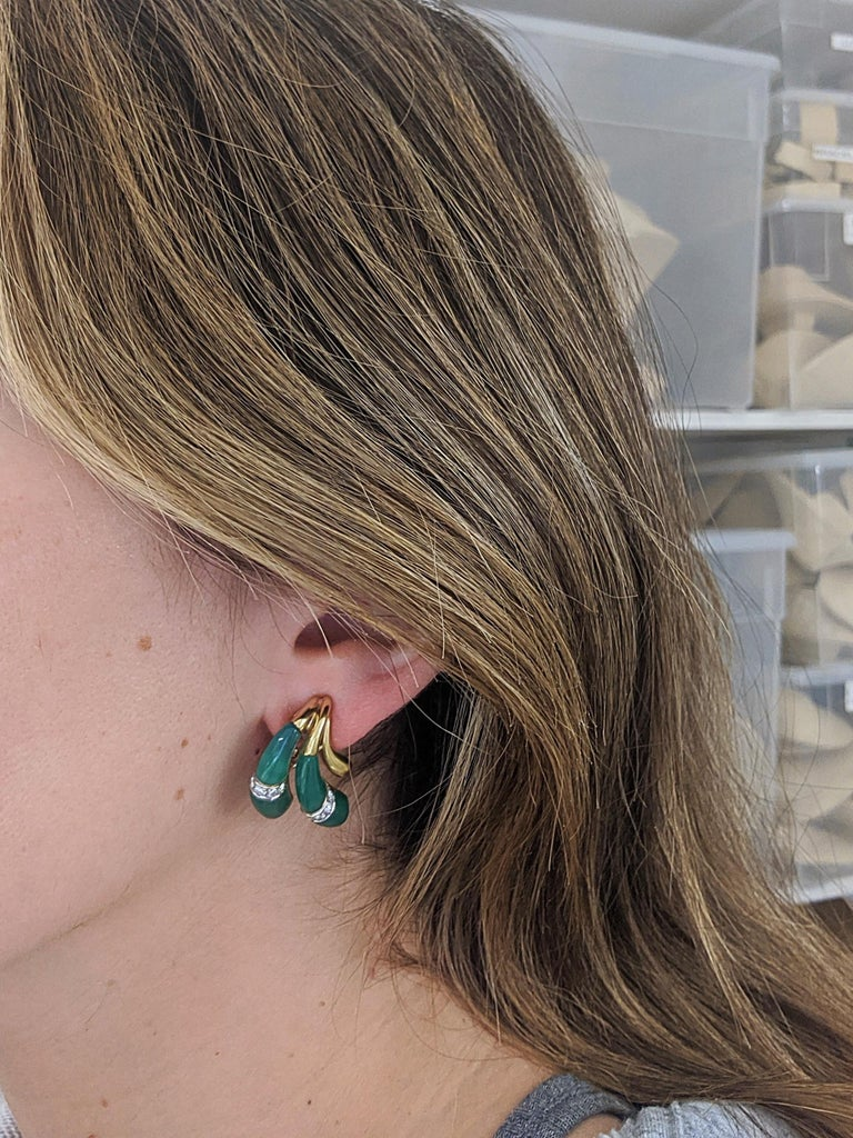 18 Karat Yellow Gold Earrings with Diamond and Chrysoprase For Sale 2