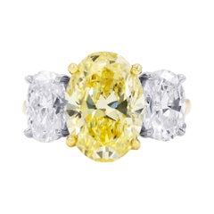 18kt Yellow Gold Engagement Ring with Yellow and White Diamonds