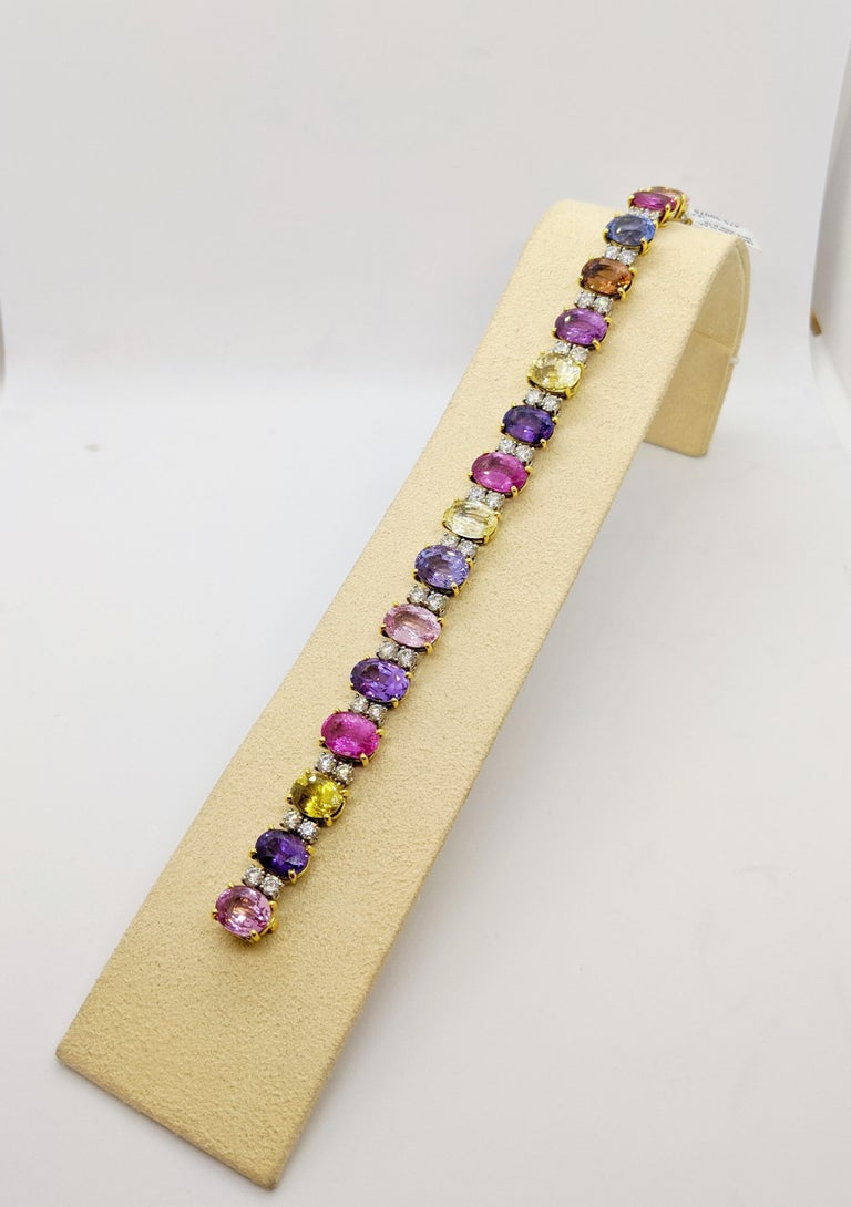 18 Karat Gold Multicolored Oval Sapphires 49.95 Carat and Diamonds Bracelet In New Condition For Sale In New York, NY