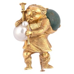18 Karat Yellow Gold Pearl and Emerald Vintage Gobbo Hunchbacked Talisman Brooch