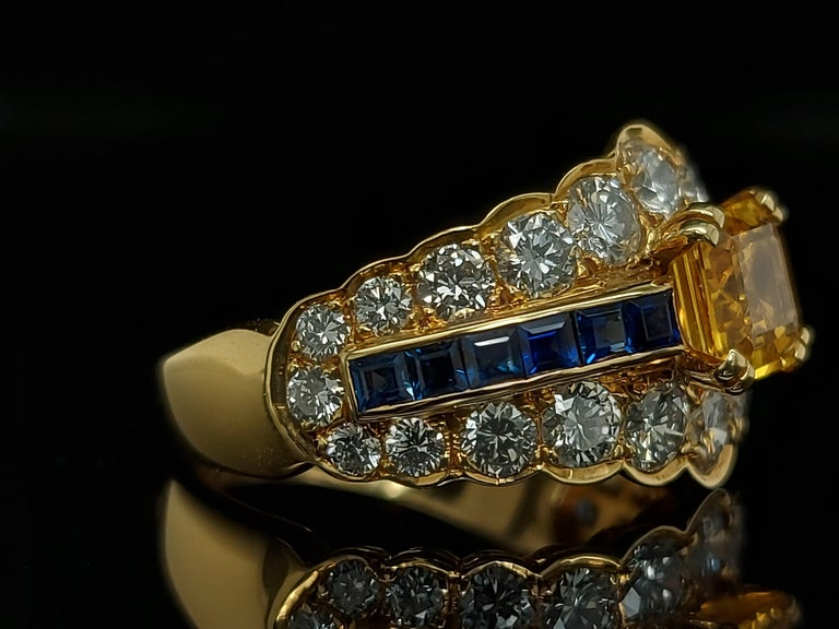 18 Karat Yellow Gold Ring with Large Yellow Sapphire Blue Sapphires and Diamonds For Sale 4