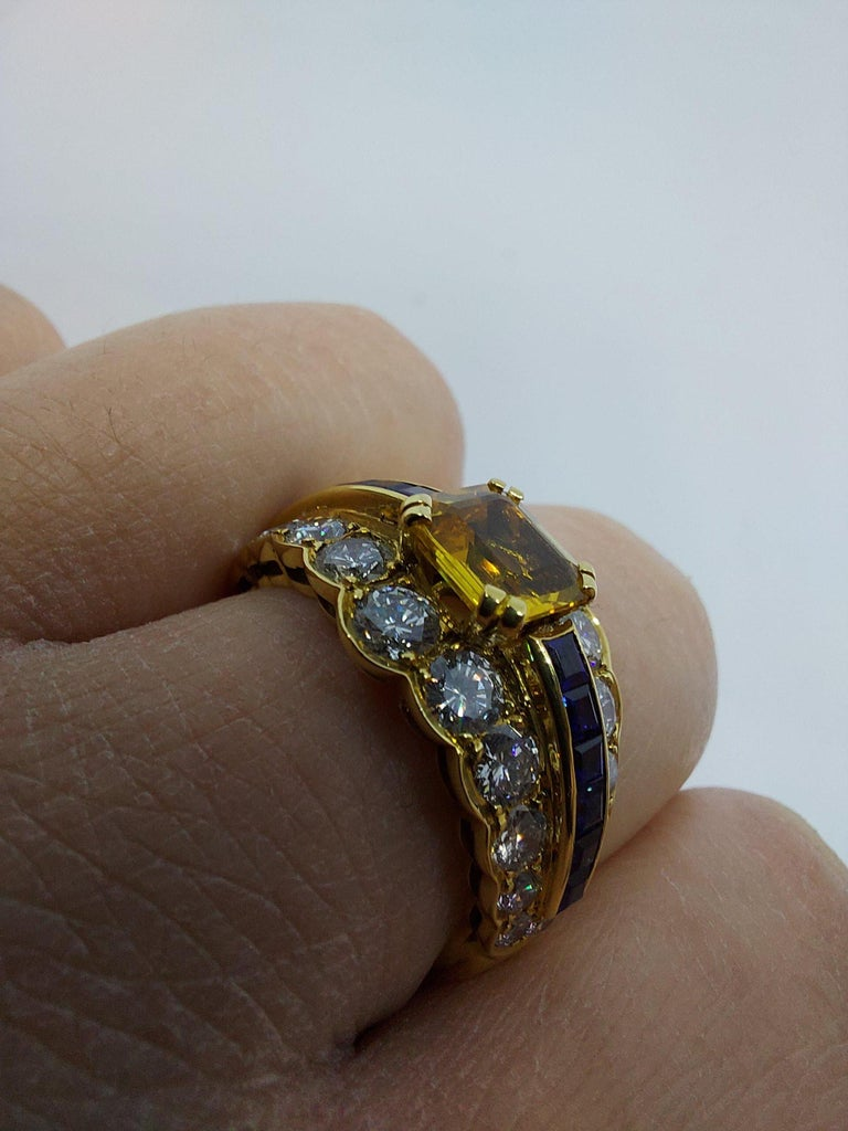 18 Karat Yellow Gold Ring with Large Yellow Sapphire Blue Sapphires and Diamonds For Sale 13