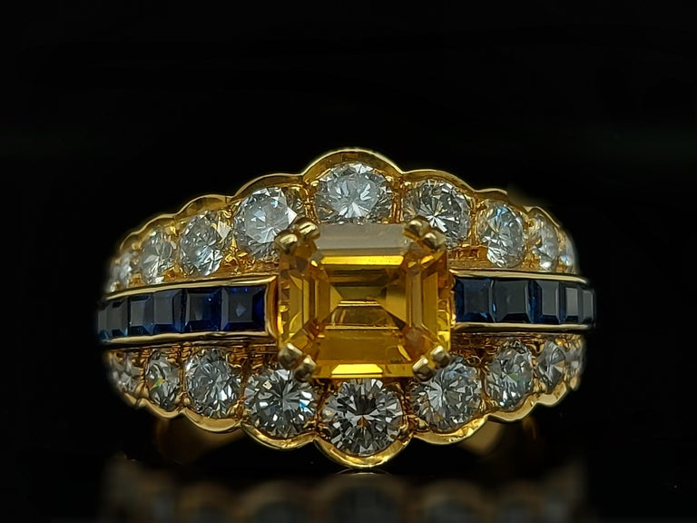 18 Karat Yellow Gold Ring with Large Yellow Sapphire Blue Sapphires and Diamonds For Sale 1