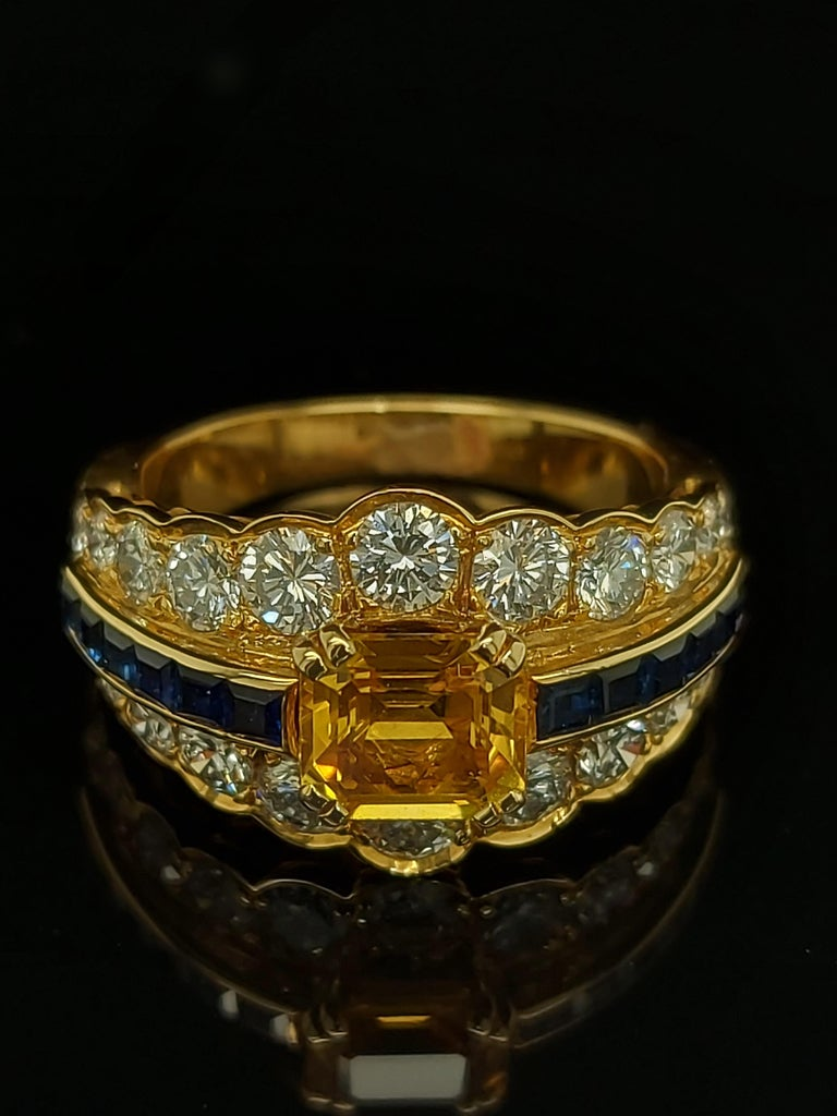 18 Karat Yellow Gold Ring with Large Yellow Sapphire Blue Sapphires and Diamonds For Sale 3