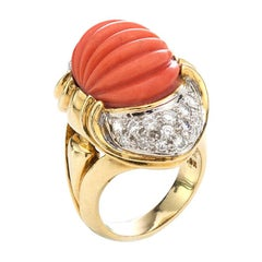 18kt Yellow Gold Ring with Natural Coral and Diamonds