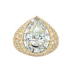 18kt Yellow Gold Ring with Pear Shape Diamond Center Stone