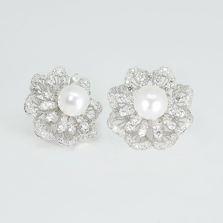 2 white SSP: 9.5-10mm-4 grams 140 D:3 3.58 carats 18 karat white gold - 19.62 grams  The middle part of diamond pattern which under the pearl is being able to rotate  It's a very elegant design and with fun elements. It comes with a matching ring,
