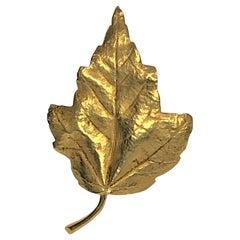 18KY English Ivy Leaf Brooch