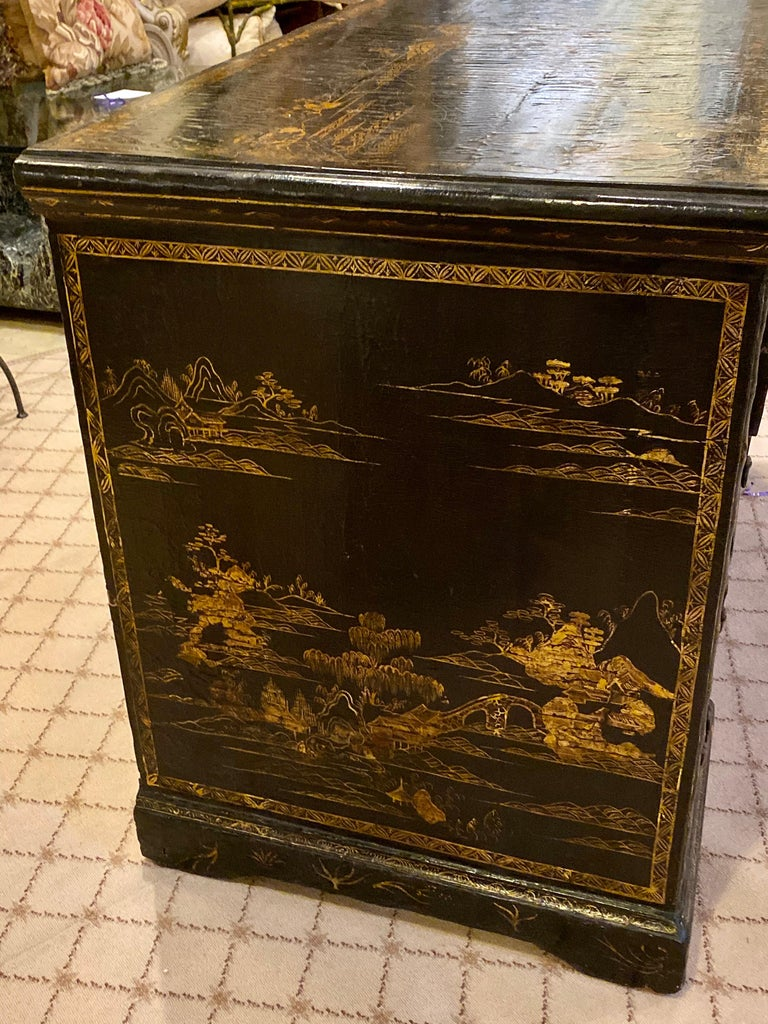 Wood 18th-19th Century Chinese Export Chinoiserie Lacquer Decorated Knee Hole Desk For Sale