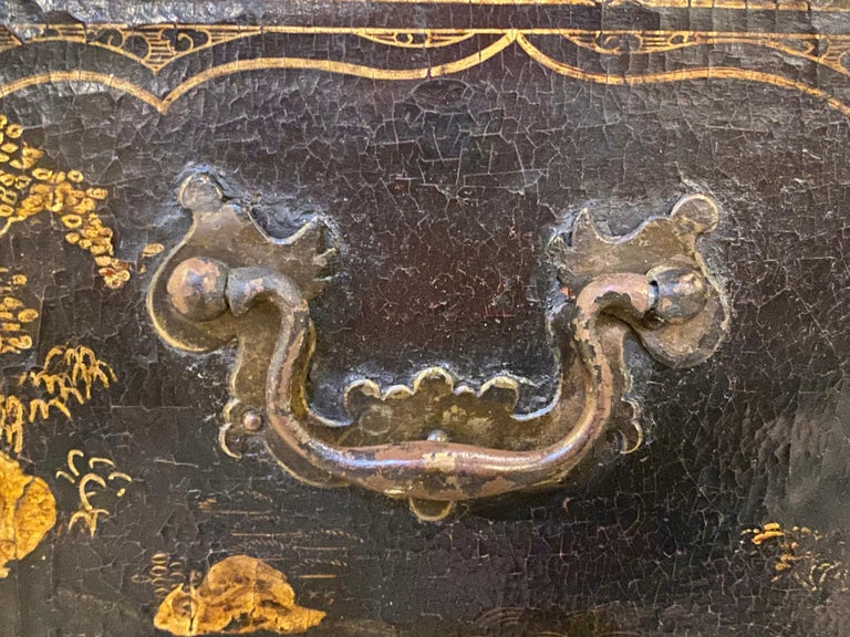 18th-19th Century Chinese Export Chinoiserie Lacquer Decorated Knee Hole Desk For Sale 11