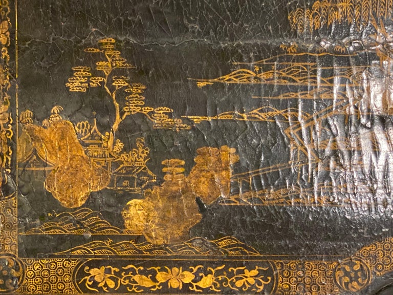 18th-19th Century Chinese Export Chinoiserie Lacquer Decorated Knee Hole Desk For Sale 12