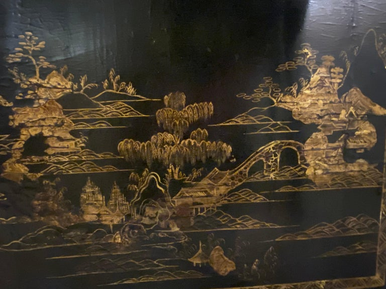 18th-19th Century Chinese Export Chinoiserie Lacquer Decorated Knee Hole Desk For Sale 14