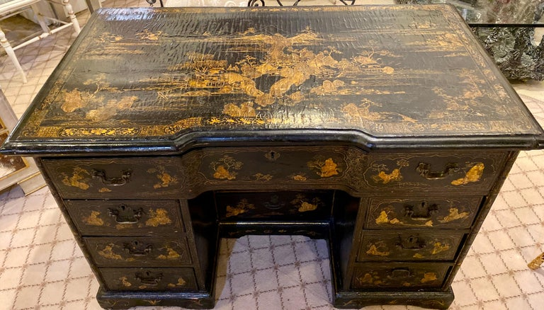 English 18th-19th Century Chinese Export Chinoiserie Lacquer Decorated Knee Hole Desk For Sale