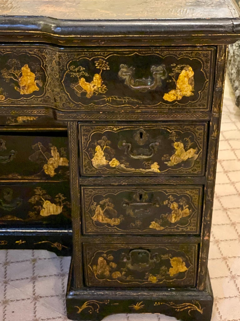 18th-19th Century Chinese Export Chinoiserie Lacquer Decorated Knee Hole Desk For Sale 2