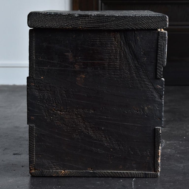 18th-19th Century Edo Period Japanese Wooden Box For Sale 4