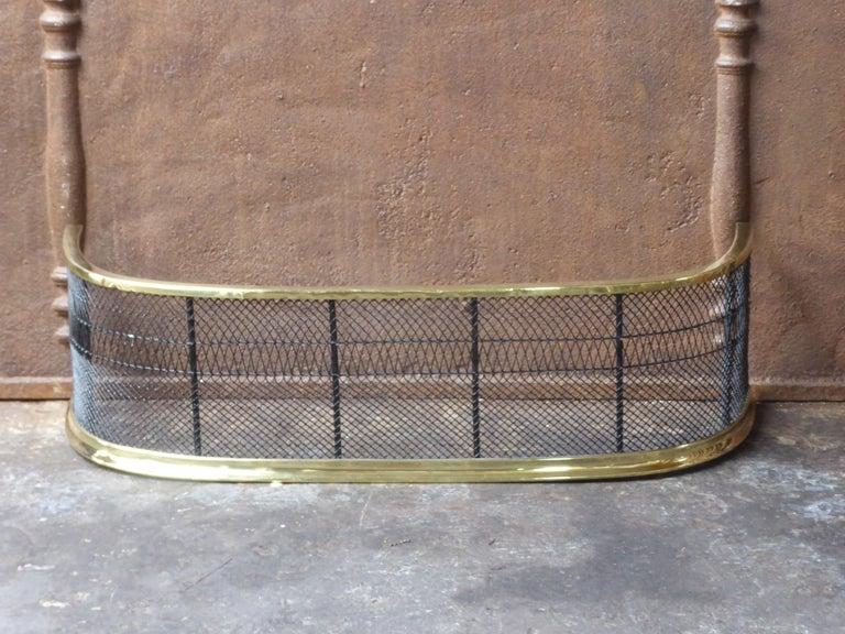 18th-19th century English Georgian fireguard - fireplace guard made of polished brass, iron and iron mesh.