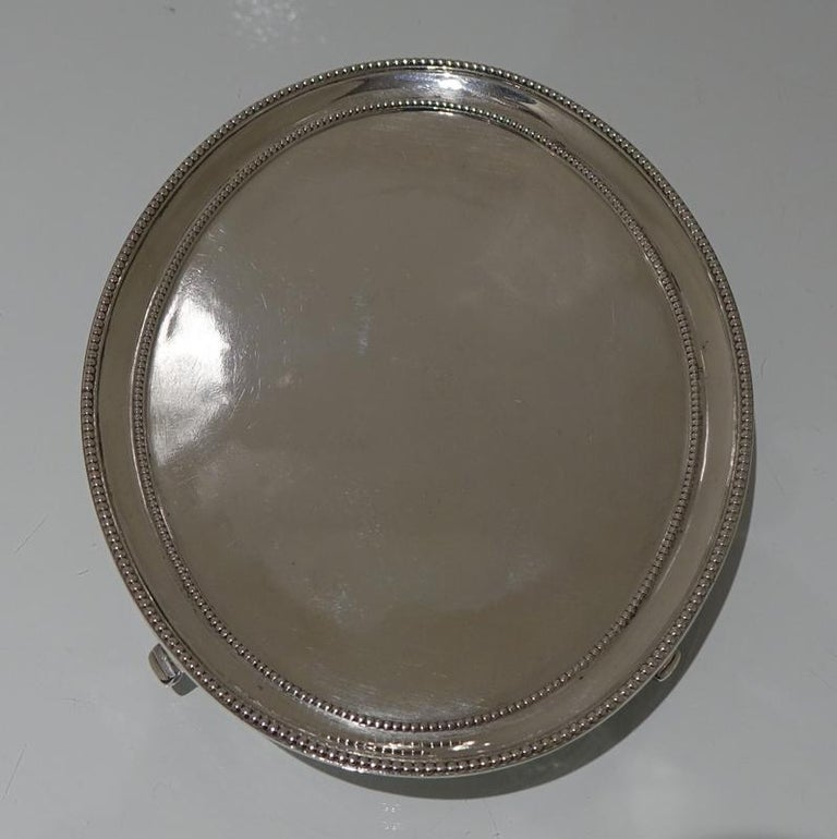 Antique George III Sterling Silver Pair of Salvers London 1781 Smith and Sharp In Good Condition For Sale In 53-64 Chancery Lane, London